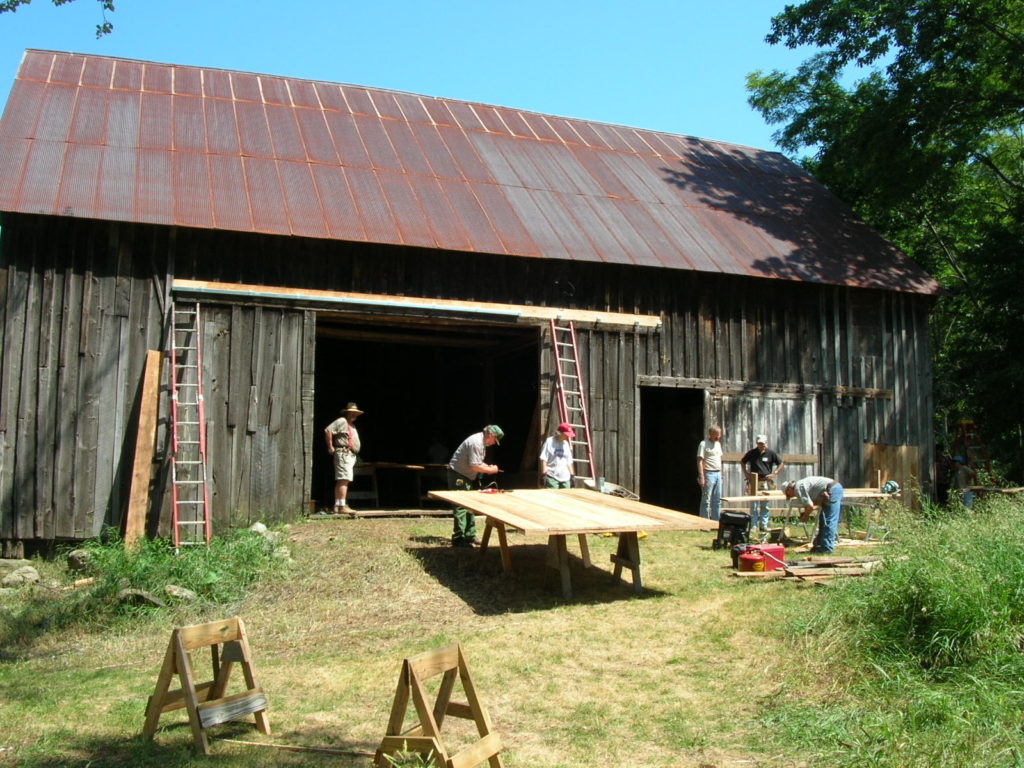 This image has an empty alt attribute; its file name is Miller-Barn-Port-Oneida-Workshop-1024x768.jpg
