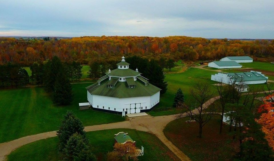 This image has an empty alt attribute; its file name is Octagon-Barn-farmstead.jpg